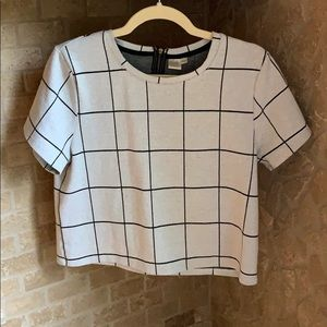 Boxy square-pattern tee with zipper on back